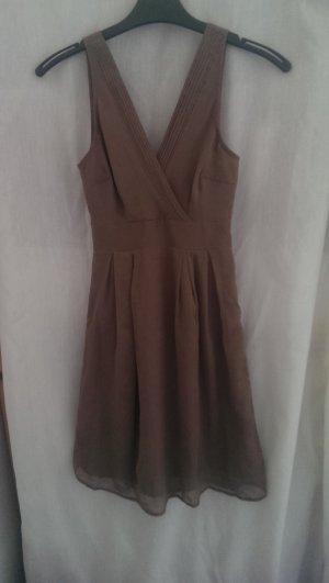 schönes olivgrünes Kleid
