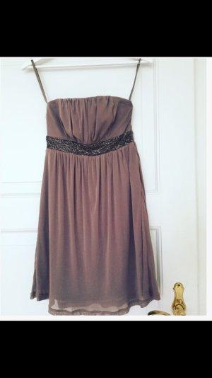 Schönes, Pailletten-besticktes Kleid