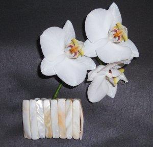 Schönes Perlmutt-Armband von Pieces