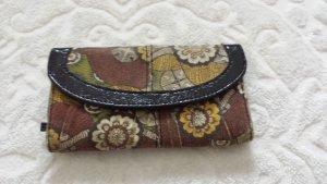 schönes Portemonnaie mit abstraktem Muster