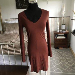 Schönes rostrotes Kleid