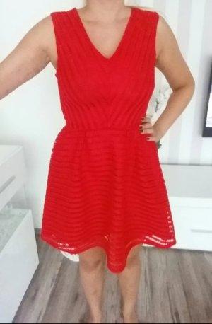 schönes rotes Kleid