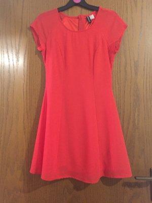 Schönes rotes Kleid für schöne Anlässe