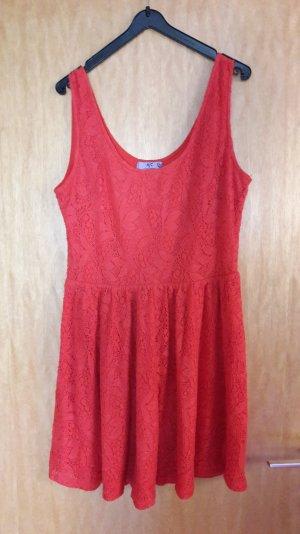 schönes rotes Sommerkleid