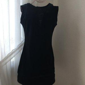 Schönes samtiges Kleid NEU