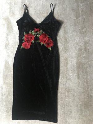 Schönes samtkleid mit roten 3D Rosen bestickt