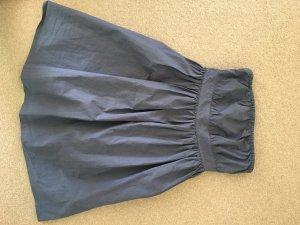 Schönes schlichtes Kleid von COS