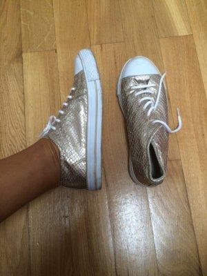 Schönes Schuhe in gold