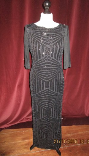 Schönes schwarzes Abendkleid bestickt mit Pailletten