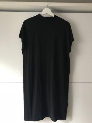 schönes schwarzes Kleid
