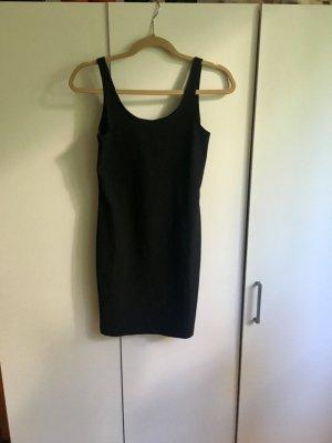 Schönes schwarzes Kleid für den Sommer