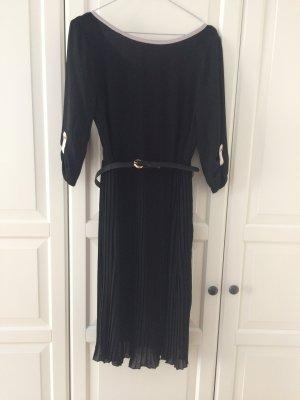 Schönes schwarzes Kleid mit Gürtel von Kiomi