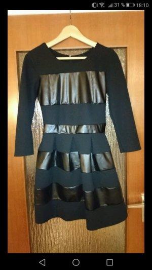 Schönes schwarzes Kleid mit Lederapplikationen
