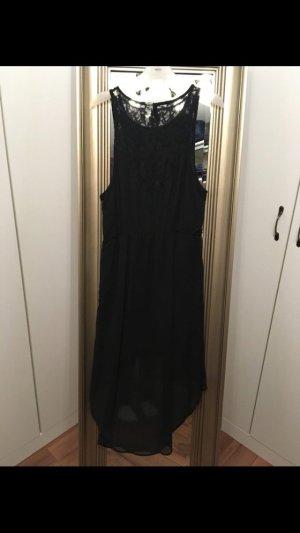 Schönes schwarzes Kleid mit spitze