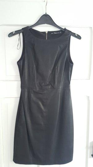Schönes schwarzes Minikleid in Lederoptik von Zara
