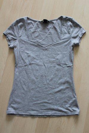 Schönes Shirt mit ausgefallenem Ausschnitt