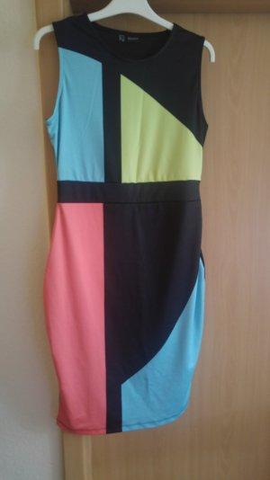 schönes Sommerkleid in Blockfarben Optik