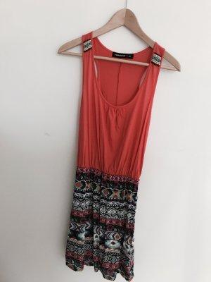 Schönes Sommerkleid in bunt