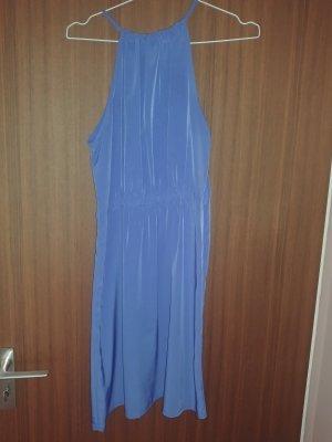 Schönes Sommerkleid in royalblau