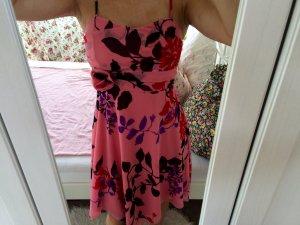 Schönes Sommerkleid mit tollem Muster