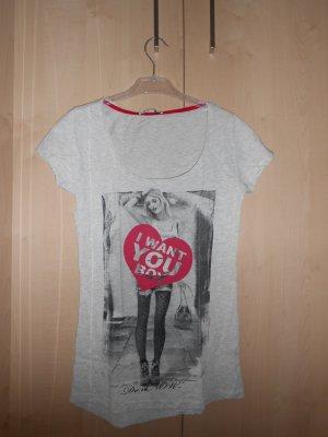 Schönes T-Shirt mit Herz