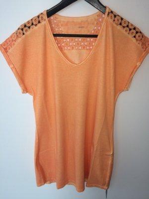Schönes T-Shirt von Marc Cain.  Größe N4(40) orange. Neu mit Etikett