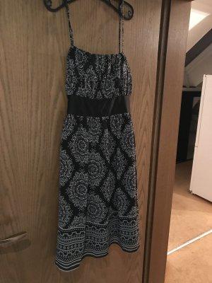 Schönes Träger-Kleid