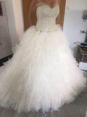Schönes trägerloses Brautkleid