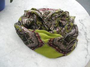 schönes Tuch von Gerry Weber, 180x90cm, grün-weinrot