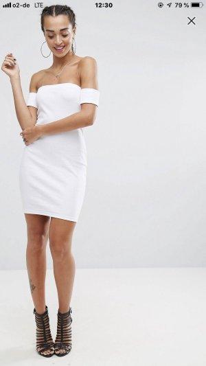 Schönes weißes Minikleid schulterfrei