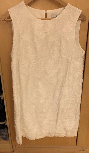 Schönes weißes Sommerkleid aus Strukturstoff von Mango