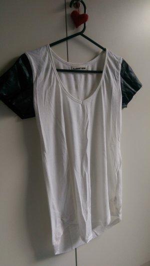 Schönes weißes T Shirt Lederärmel