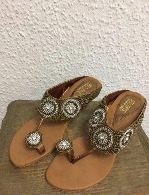 Sandalias con tacón color bronce