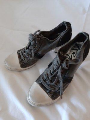 Schuh Replay
