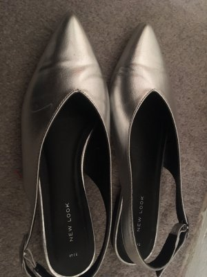 Strapped pumps silver-colored