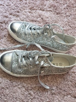 B.yu Italy Lace-Up Sneaker silver-colored