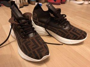 Zapatillas con tacón marrón-marrón oscuro