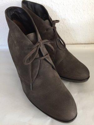 Schuhe aus grauem Wildleder - Paul Green / Gr. 40,5 (NP 130,00 EUR)