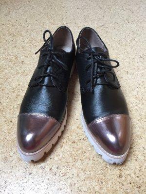 Schuhe aus Paris mit Lackkappe