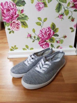 Schuhe aus Stoff