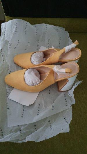 Schuhe Co Wren mit Fessenriemen abgerundetem Blockabsatz