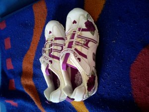 Schuhe der Marke Skechers