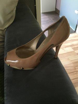 Schuhe der Marke Stuart Weitzmann