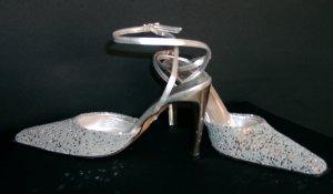 Schuhe, Gr. 37-38 mit Täschchen, Silberfarbe