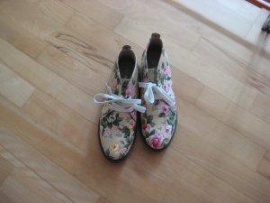Schuhe im Blumendesign