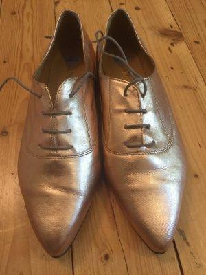 Schuhe im MetallicLook