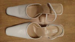 Schuhe in der Farbe Weiß
