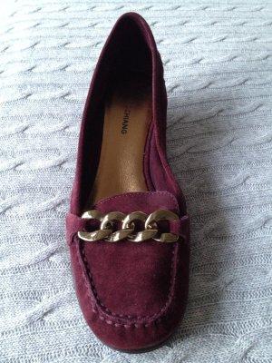 Schuhe in der Trendfarbe Burgundy