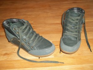 Schuhe in Gr. 39 von TCM grün