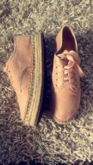 Schuhe in rosa und Satin